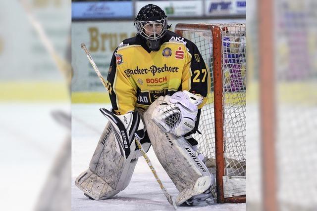 Eishockey-Torfrau Viona Harrer spielt im Liga-Alltag für die Tölzer Löwen