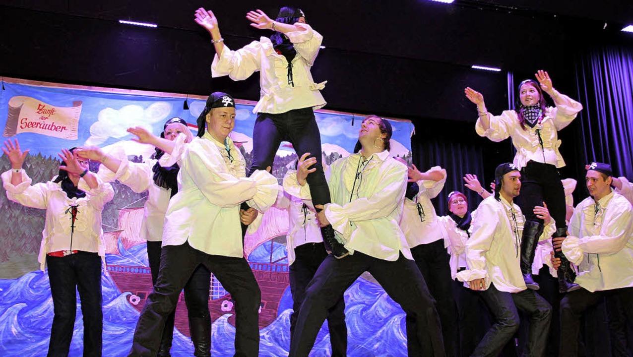 Die Seemer Wiiber und Piraten boten dem Publikum eine abwechslungsreiche Show.    Foto: Eva Korinth, akh