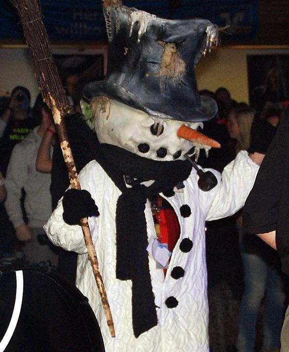 Ein Schneemann  aus Todtnau als  Gruß an die Fans  im schneearmen Schopfheim.    Foto: Edgar Steinfelder