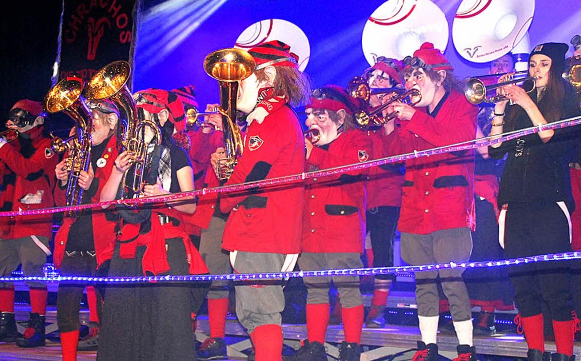 Rotstrümpfige Gugge Im Ring: Die Los Chrachos aus Todtnau    Foto: Edgar Steinfelder