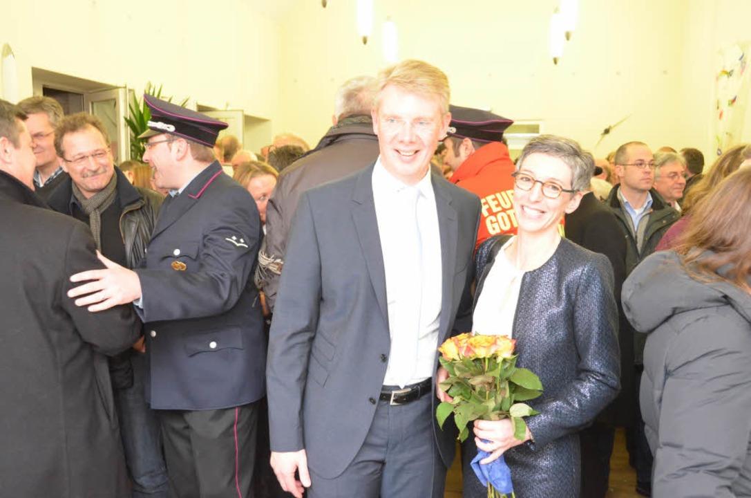 Freude über den klaren Sieg: der neu g...iesterer, mit seiner Frau Andrea Haas.  | Foto: m. frietsch
