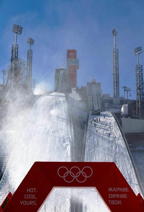 Aus dem Boden gestampft: Die Skisprunganlage Russki Gorki   | Foto: dpa