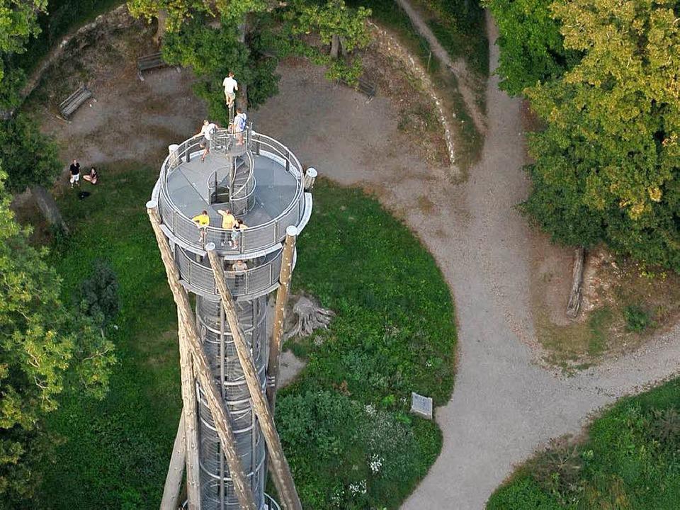 Der 33 Meter hohe Aussichtsturm auf de...ossberg ist bis auf weiteres gesperrt.  | Foto: Thomas Kunz
