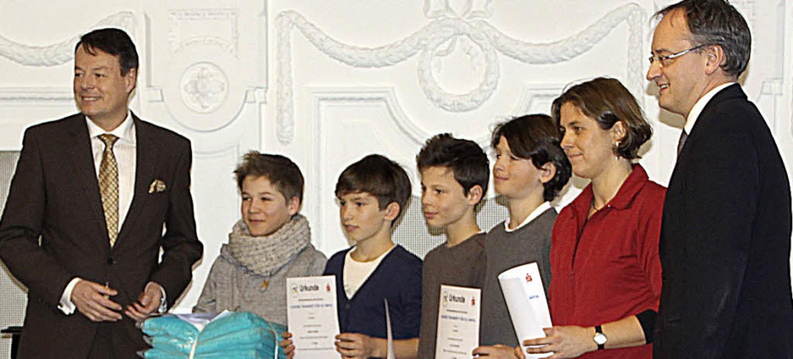 Schüler aus Kirchzarten bei der Ehrung im Kultusministerium.   | Foto: Privat