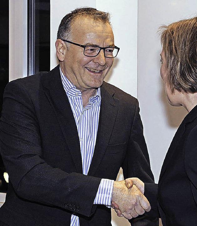 Dirk Jennewein wird von der Bürgermeisterin als Stadtrat verpflichtet.   | Foto: Volker Münch