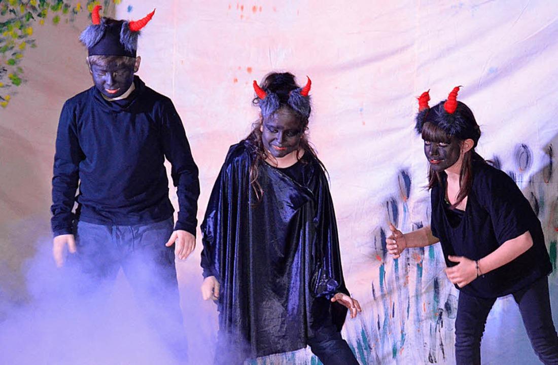 Die drei Dämonen verfolgen einen teuflischen Plan.     Foto: Vera Büchin