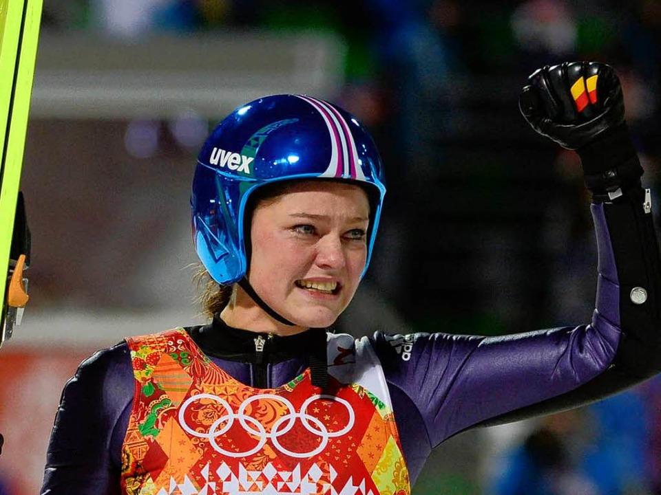 Die Siegerin Carina Vogt weinte vor Freude.  | Foto: AFP