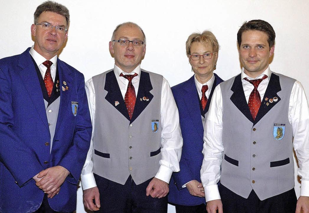 Vom Verband geehrt wurden die beiden R... Dirigentin Katja Wößner gratulierten.  | Foto: Jürgen Schweizer