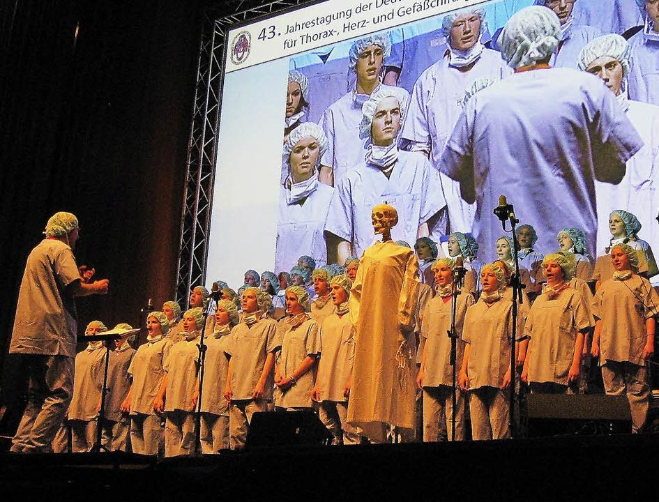 Ein Herz für Herzchirurgen hat der FG-Popchor bewiesen.   | Foto: Schule