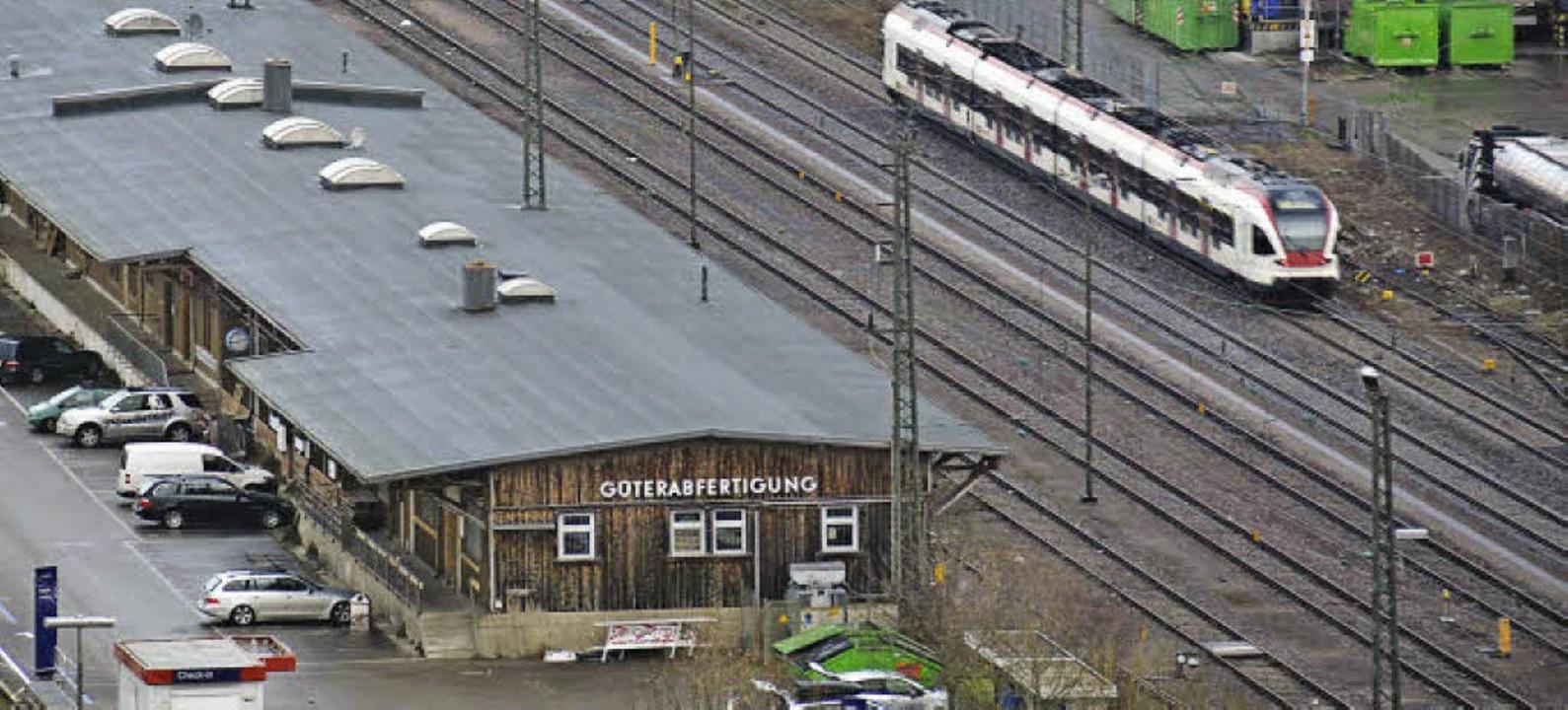 Wenn der Güterbahnhof aufgegeben und d...geraten, fürchtet die IG pro Schiene.   | Foto: Nikolaus Trenz