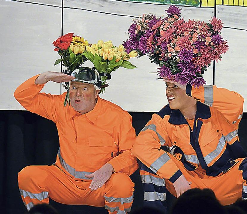 Die Zunftspieler gehen Müllsündern auf...und kümmern sich um ihre Ahnengalerie.  | Foto: Ralf Staub