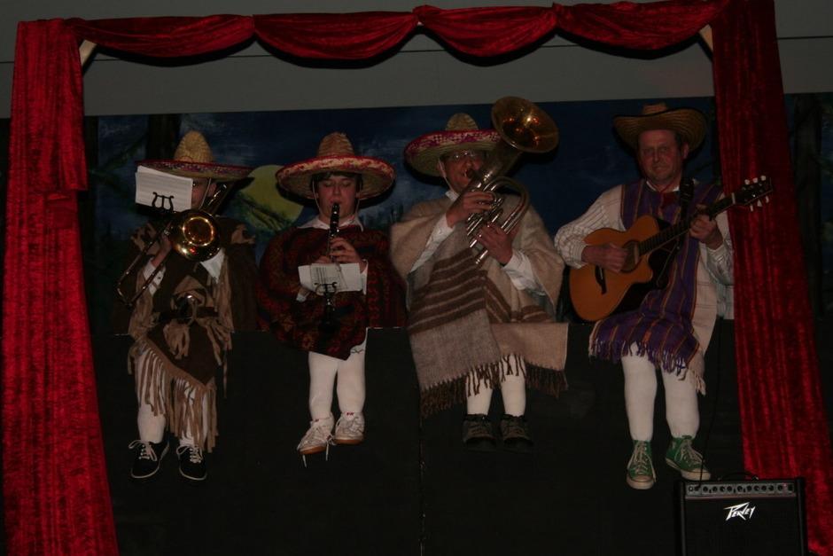 Ein paar Musiker von der Musikkapelle Kollnau spielten in der Mexikanischen Musikbox auf. (Foto: Karin Heiß)