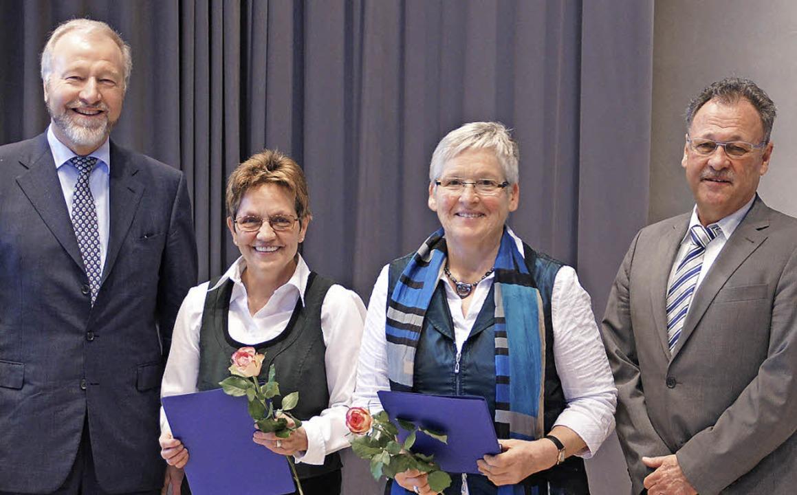 DTB-Präsident Rainer Brechtken (linkes...ag vom TV zu Ehrenmitgliedern ernannt.    Foto: Ilona Hüge