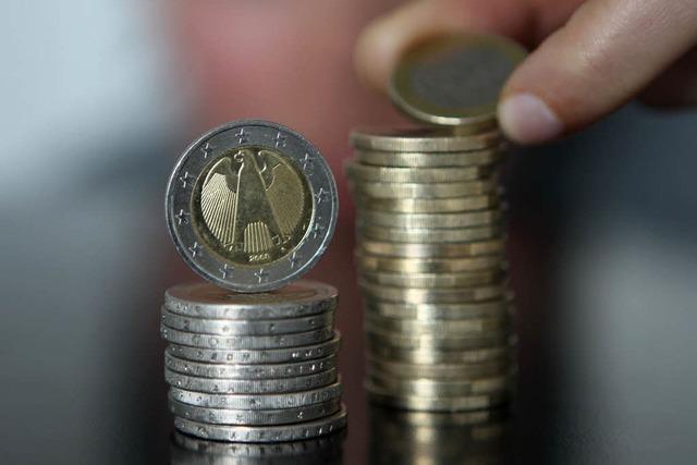 Polizei entdeckt merkwürdige Spur aus Münzen vor dem Revier