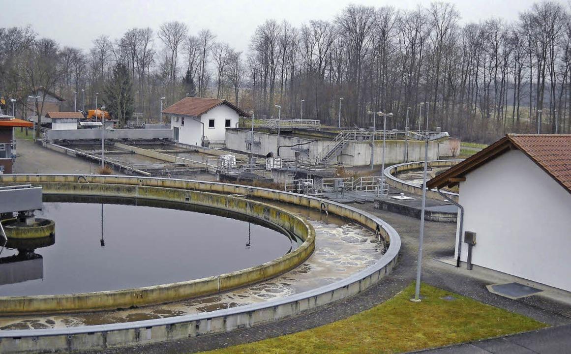 Die Kläranlage des Abwasserzweckverban...n benötigten  Strom weitgehend selbst.  | Foto: Stadt