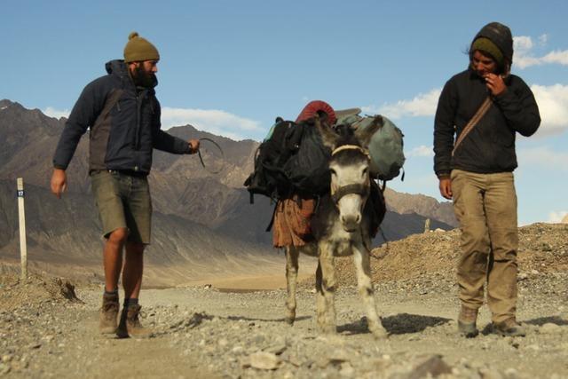 Eingeschneit im Pamir-Gebirge (3)