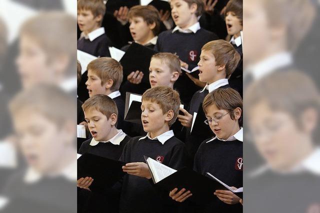 Chor singt vor Spielfilmkamera