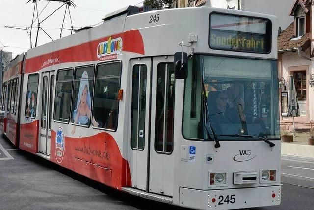 Straßenbahn testet die neue Strecke durch Zähringen