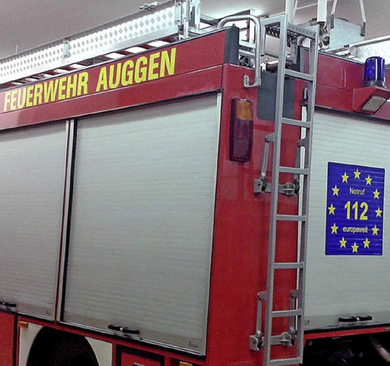 Fällt ins Auge: die 112 im Sternenkranz auf den Auggener Feuerwehrfahrzeugen.   | Foto: volker münch
