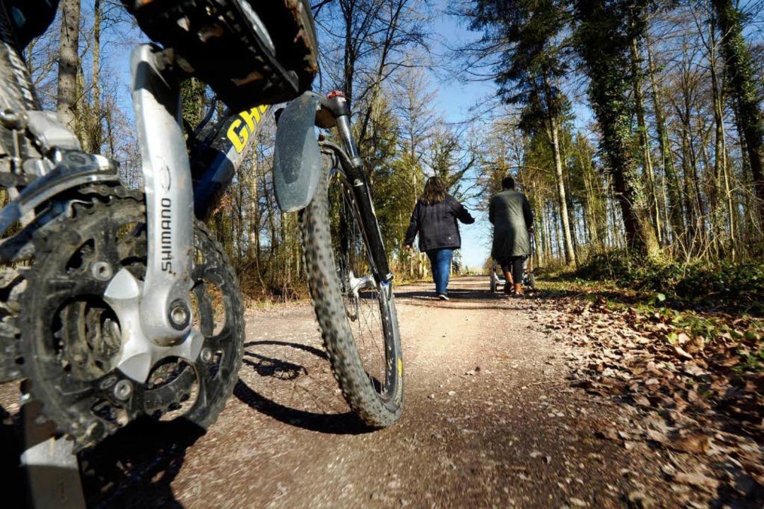 Radler kontra Fußgänger: Wer hat Vorfahrt?  | Foto: dpa