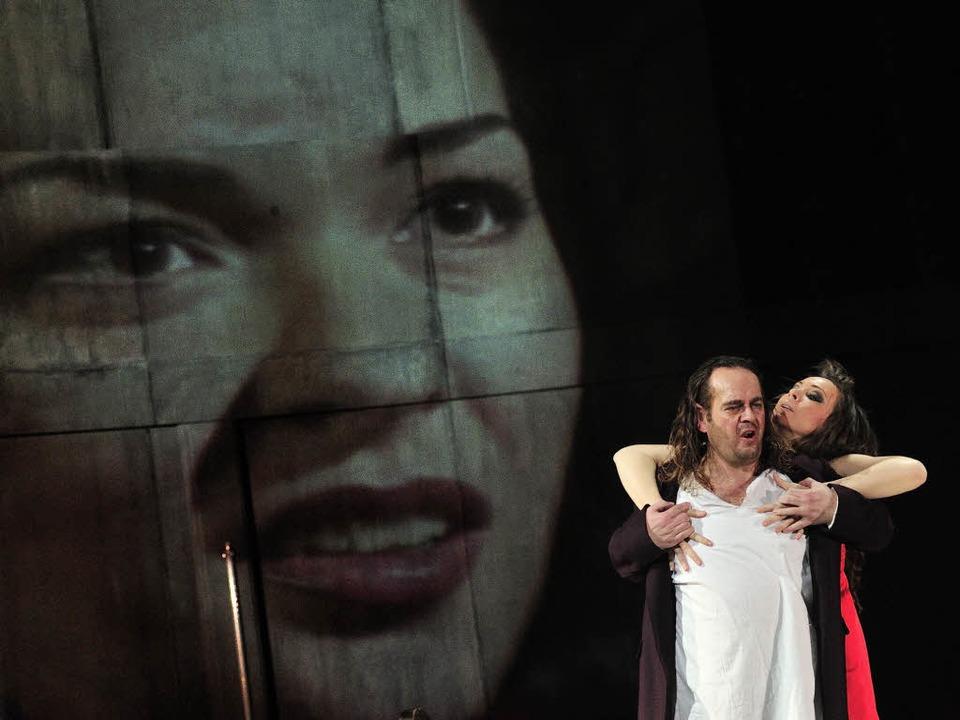 Das Weib lockt: (v.l.) Elisabeth (Anna...istian Voigt), Venus (Viktória Mester)  | Foto: Korbel