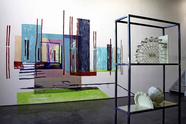 Expansive Malerei trifft auf dreidimensionale Kulturkritik