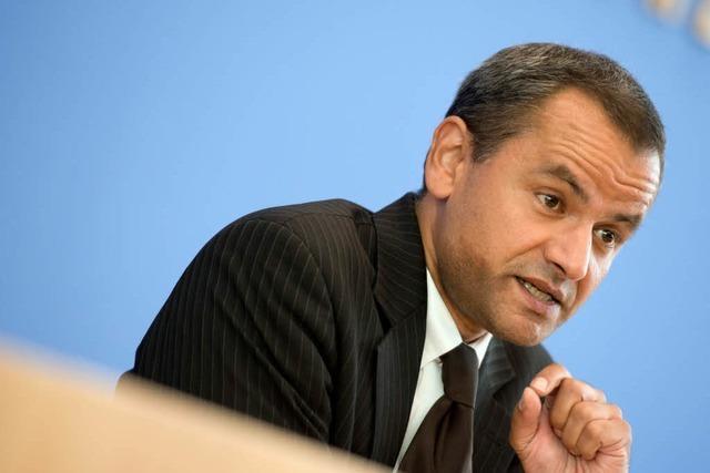 Edathy bleibt im Ausland – Ermittlungen gegen Friedrich