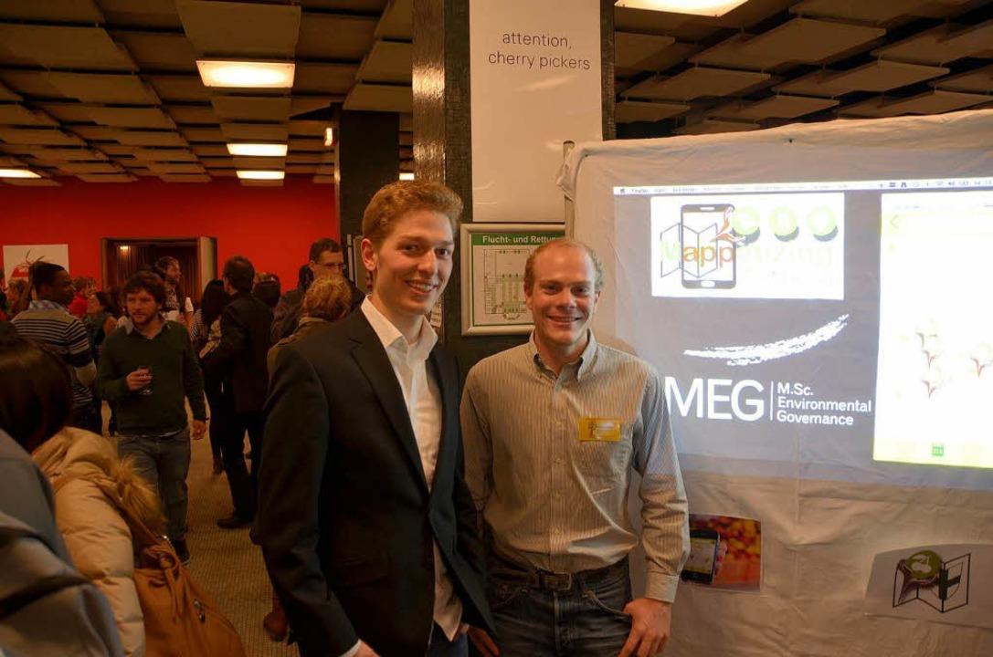 Mark Heuer und Philipp Gassner haben die App fürs Smartphone entwickelt.  | Foto: Georg Sonnenberger