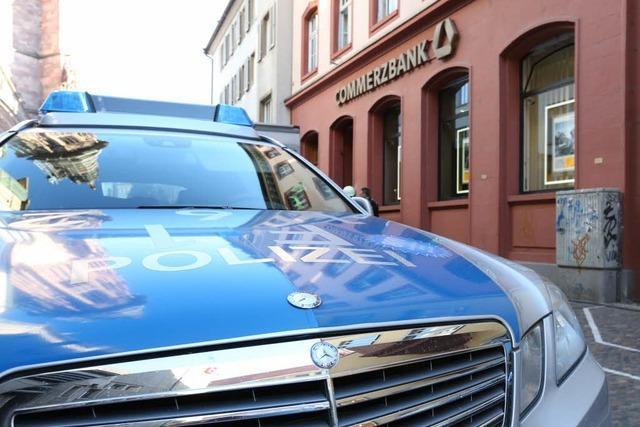 Überfall mit Reizgas: Commerzbank an der Münsterstraße evakuiert