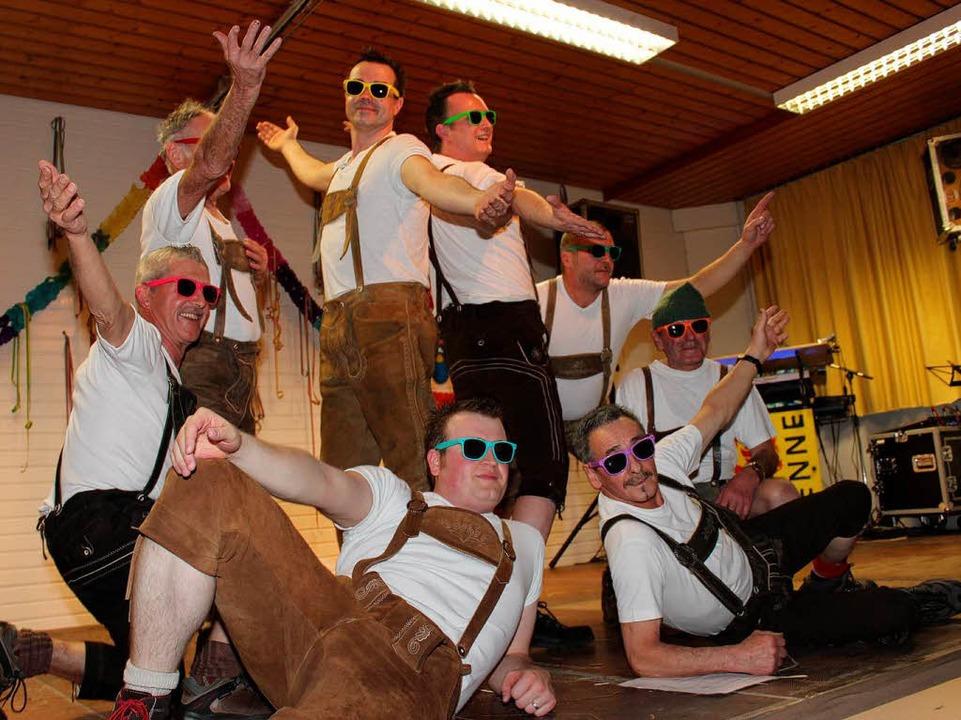 Keine Fasnet ohne Männerballett, hier die krachlederne Gottemer Variante  | Foto: Mario Schöneberg