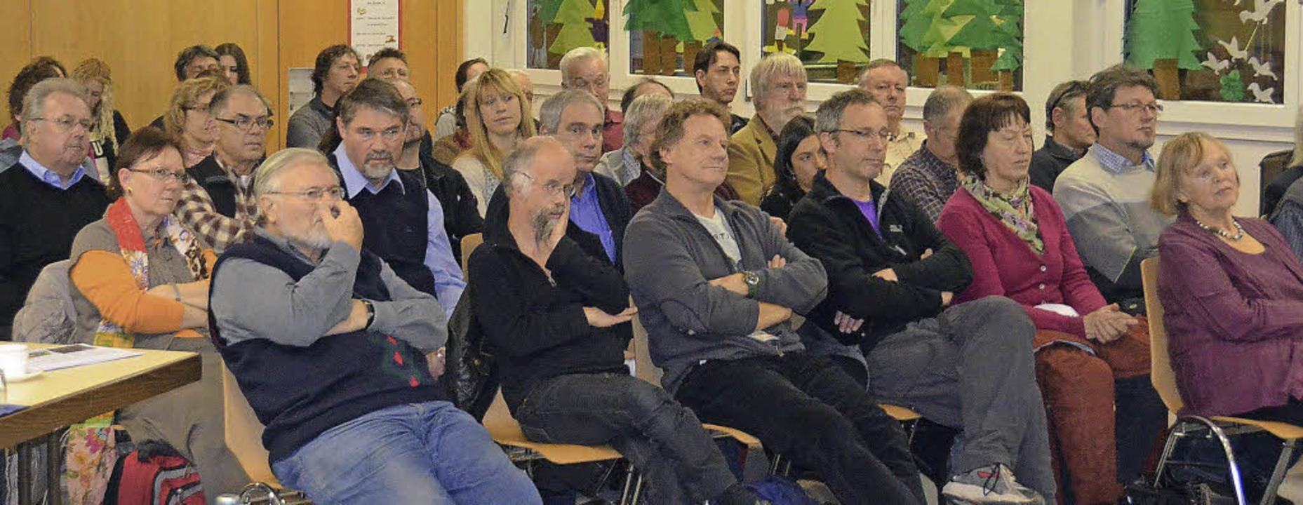 Etwa 50 Bürger verfolgten gespannt die...g zum Thema Nachhaltigkeitsgutachten.   | Foto: Ralf H. Dorweiler