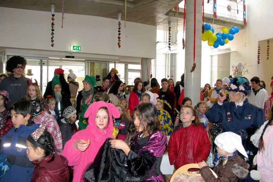 Die Kinder, die schon aus der Schule befreit wurden, besuchen das Altenheim St. Nikolai. (Foto: ZVG)