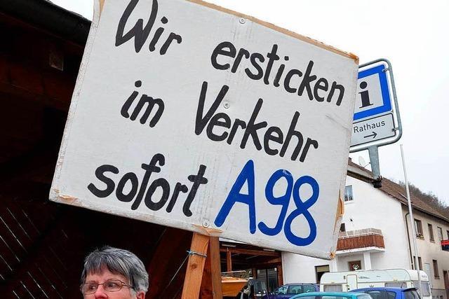 Der BI A98 reicht es – Spontan-Demo legt für zehn Minuten den Verkehr in Schwörstadt lahm