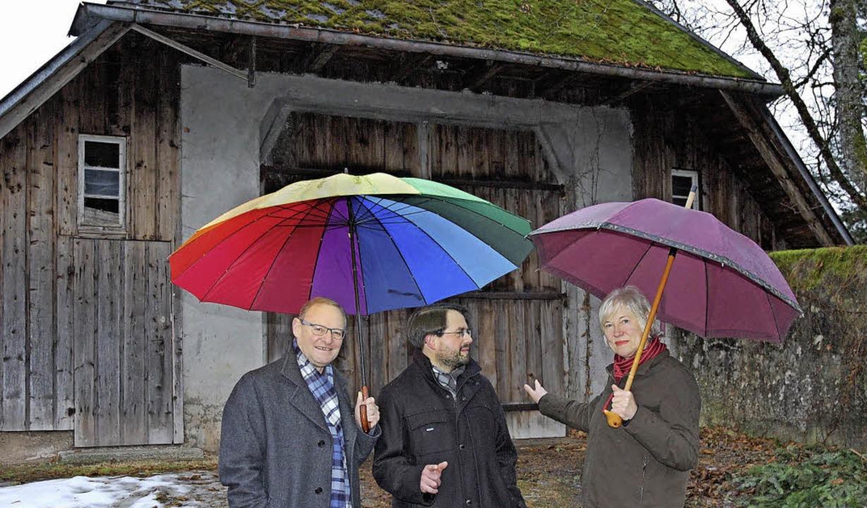Die Planer vor der Klosterscheune: Cas...er, Stefan Blum, Brigitte von Savigny     Foto: leopold rombach