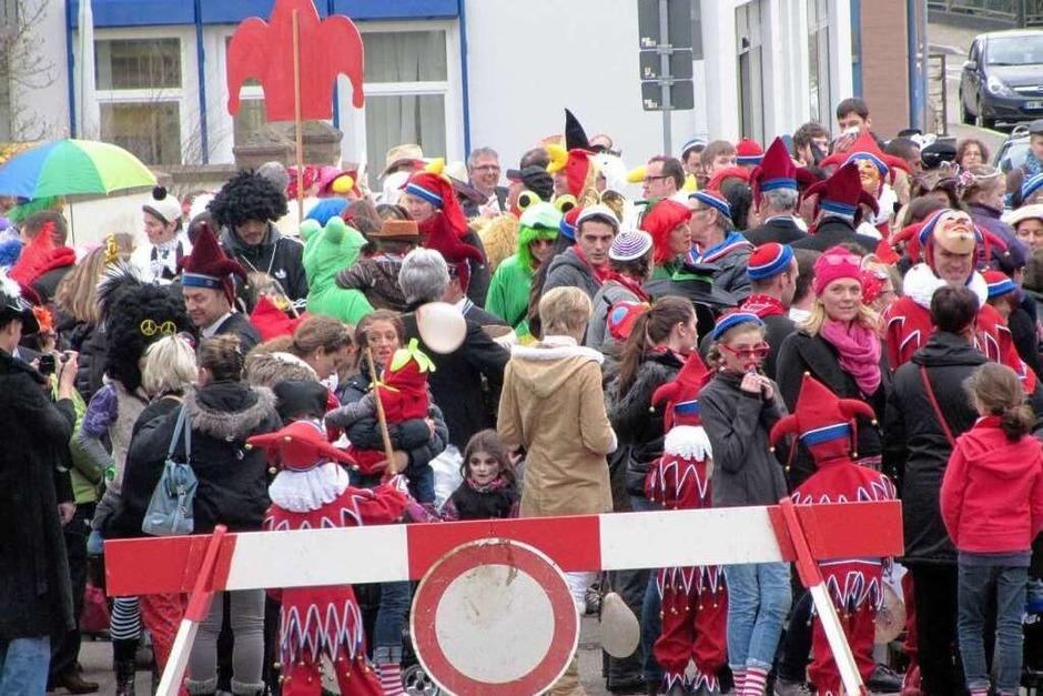 Kinderumzug in Endingen: Großes Gedränge vor dem Start in der Eisenbahnstraße. (Foto: Ruth Seitz)