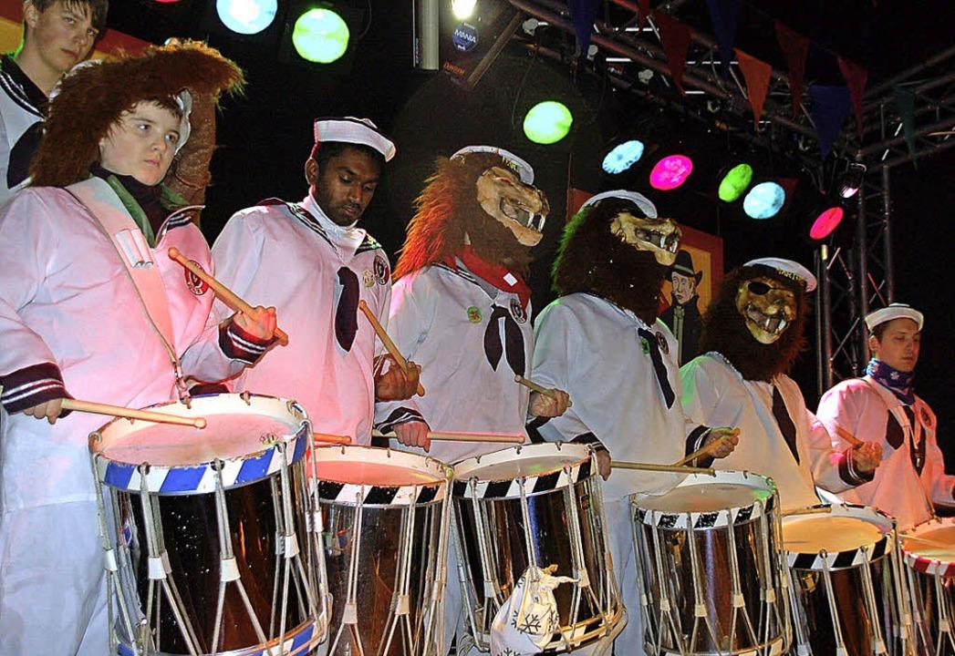 Rhythmusreiche Trommel-Intermezzi gab&...is fanden sich in vielfältiger Pracht.  | Foto: Hildegard Siebold