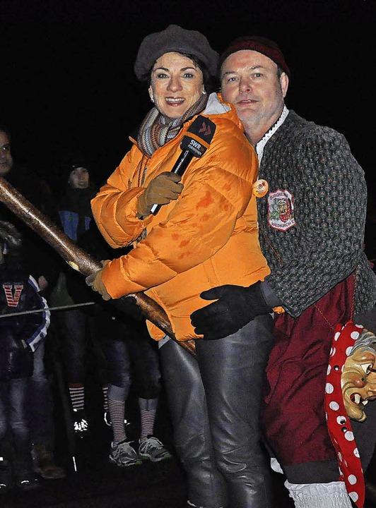 Manfred Göpfrich und Sonja Schrecklein bei der Burghexen-Taufe in Waldkirch.  | Foto: Hubert Bleyer