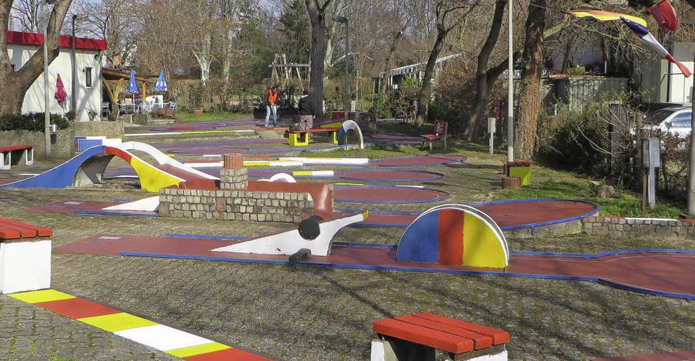 Schön bunt präsentiert sich die Minigolfanlage am Friedlinger Rheinpark.   | Foto: Privat