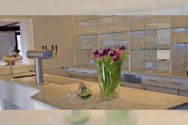 Neue Theke und eine moderne Küche
