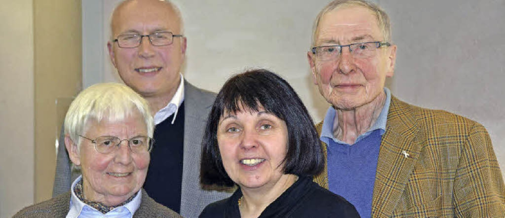 Inge Gula, Hanspeter Klicznik, Anita B...-Jürgen Schmidt vom Hebelbund-Vorstand  | Foto: B. Ruda