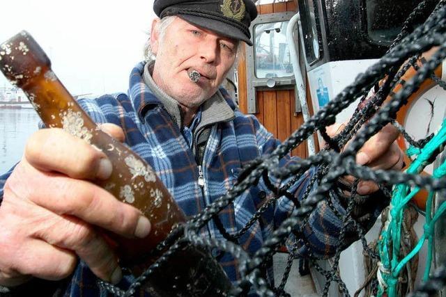 Fischer findet vor Kiel 101 Jahre alte Flaschenpost