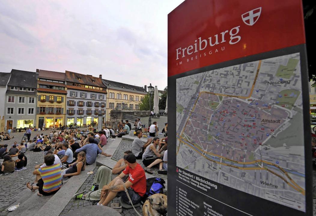In warmen Nächten geht's auf dem Augustinerplatz laut zu.   | Foto: Michael Bamberger