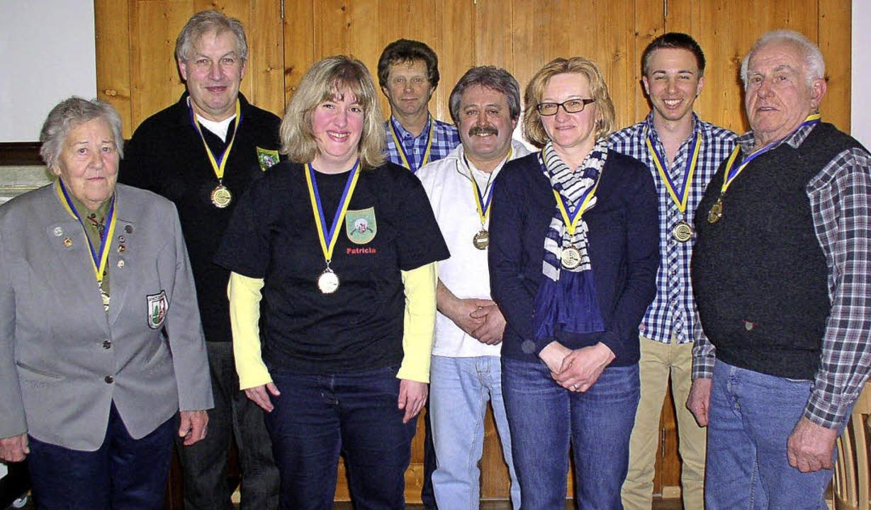 Von den Vereinsmeistern der Dachsberge...hauptversammlung persönlich in Empfang  | Foto: Karin Stöckl-Steinebrunner
