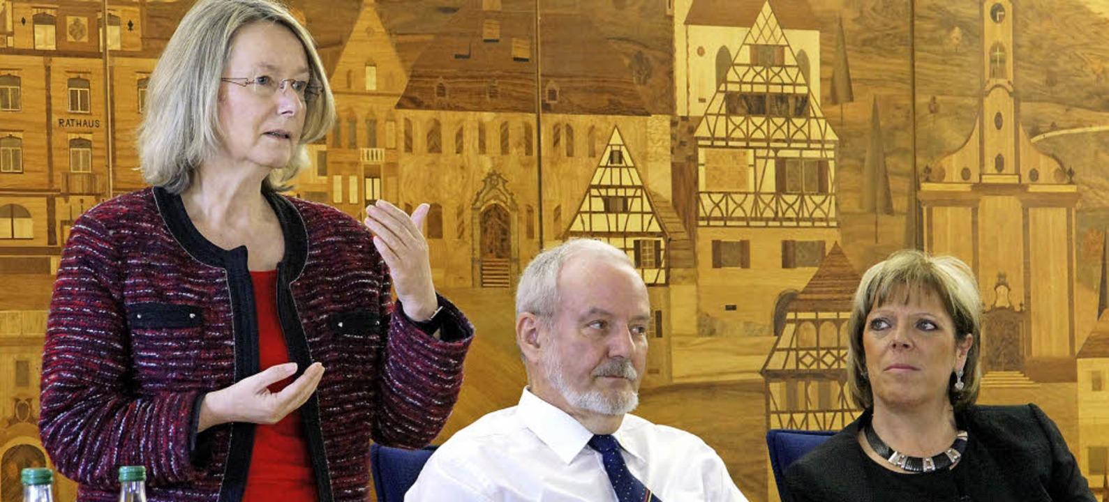 EU-Politikerin Evelyn Gebhardt  referi...ölfle begleitete Gebhardt beim Termin.    Foto: Hüge