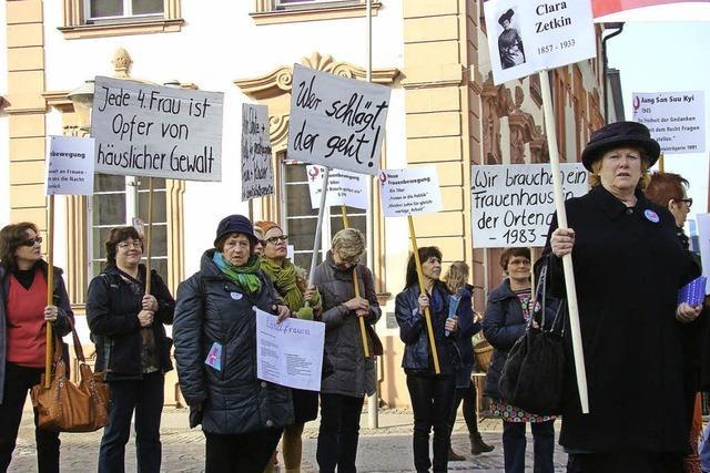 Geschichte der Frauenbewegung als Straßentheater