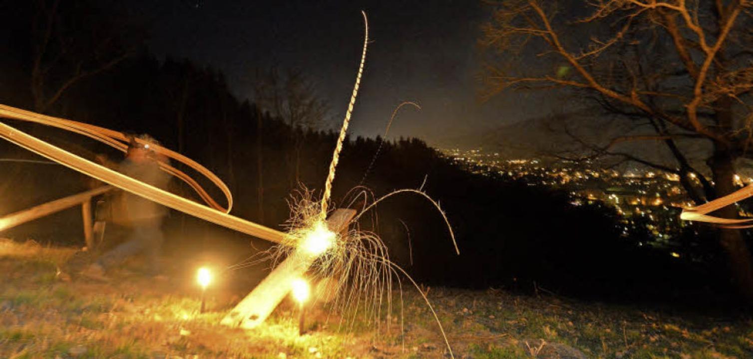 Als schlagkräftig erwiesen sich die Fa...mmel über dem Freiburger Osten jagten.    Foto: Michael Bamberger