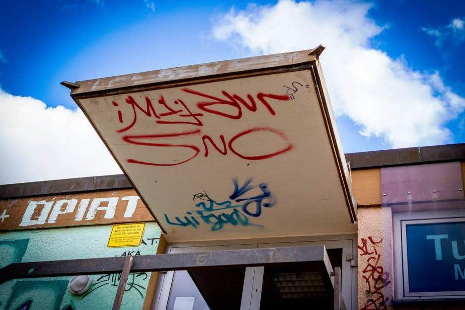 Bunt, schräg, morbide - die Sporthalle in Denzlingen (Foto: Carlotta Huber)