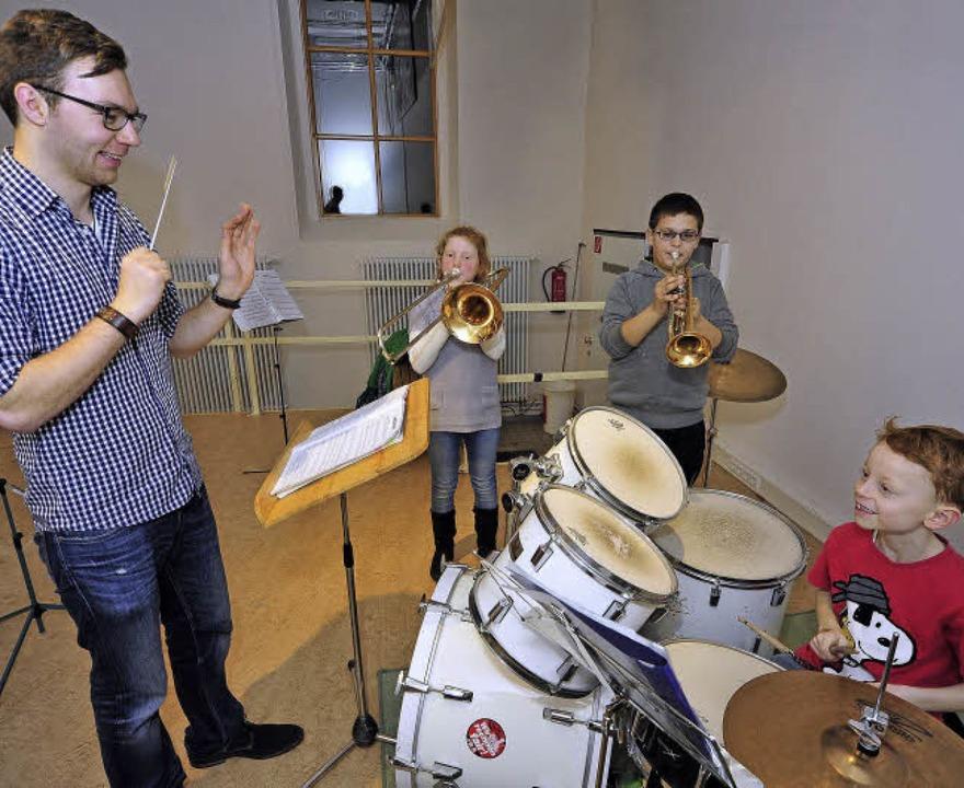 Ein Teil der kleinen Besetzung des Wer...ete) und Philipp Schmitz (Schlagzeug)   | Foto: Thomas Kunz