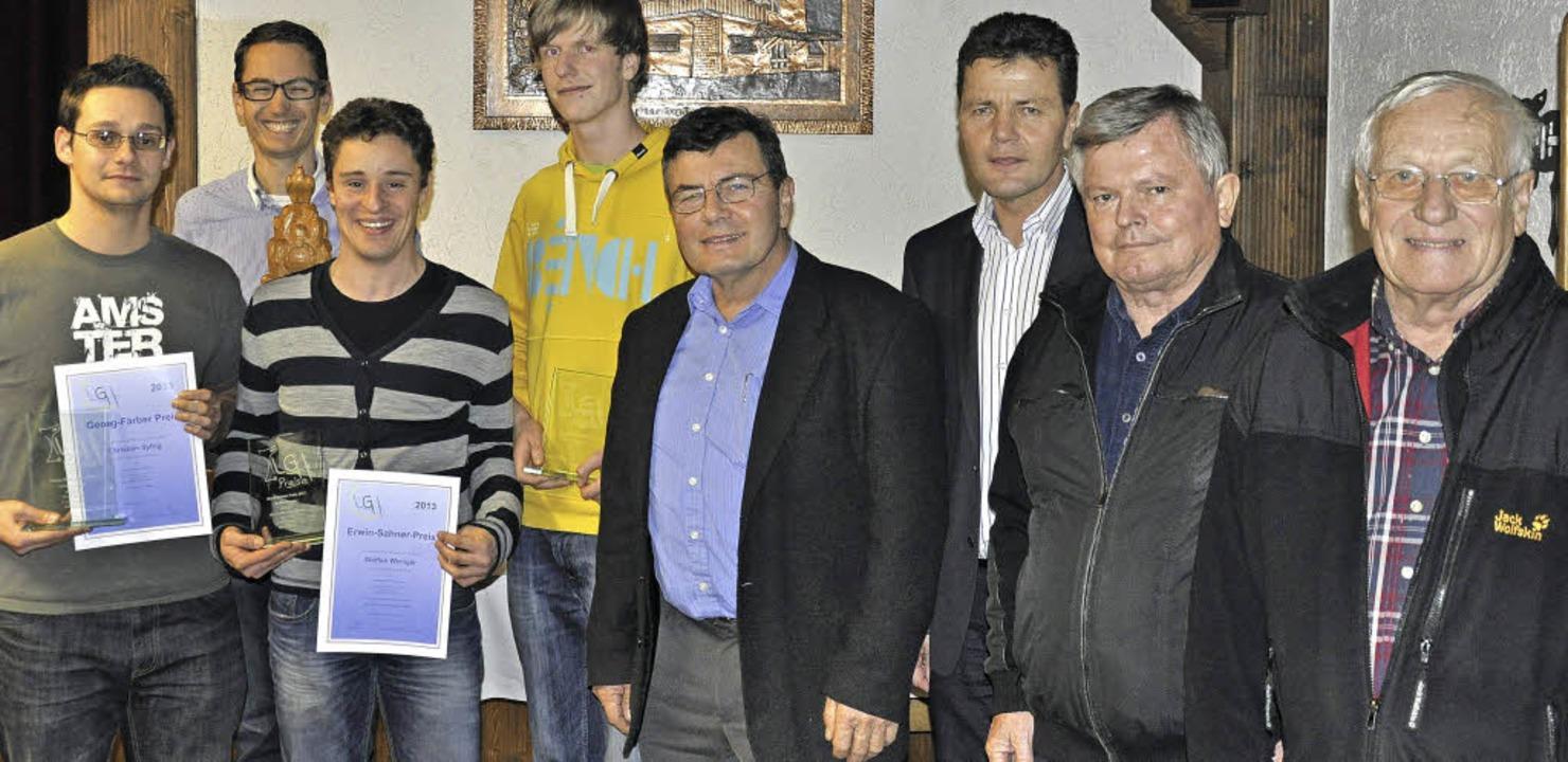 Christian Syfrig, Yanik Richter, Steff...Jahren Mitglied im Verein (von links).  | Foto: luftsportgemeinschaft hotzenwald