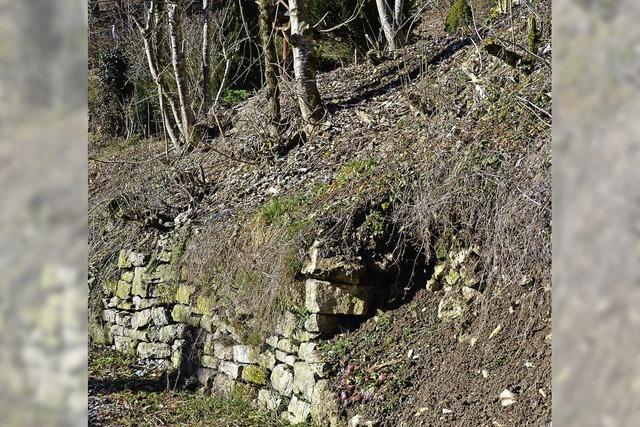 Mauer in Lembach steht auf wackligen Beinen
